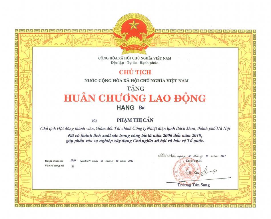 4. Huân chương lao động hạng ba Phạm Thị Cẩn tập đoàn Polyco